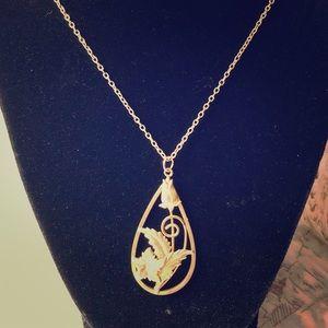Jewelry - Vintage floral pendant necklace